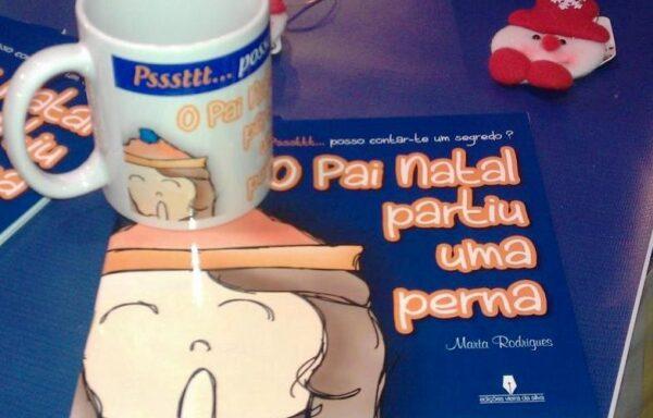"""Livro + caneca """"O Pai Natal partiu uma perna"""""""
